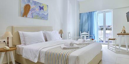 Kahden hengen huone, Hotelli Vasia Ormos, Agios Nikolaos, Kreeta.