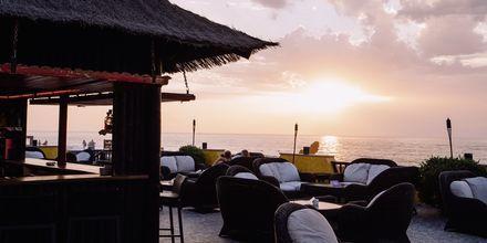 Baari. Hotelli Villa Cortés, Playa de las Americas, Teneriffa.