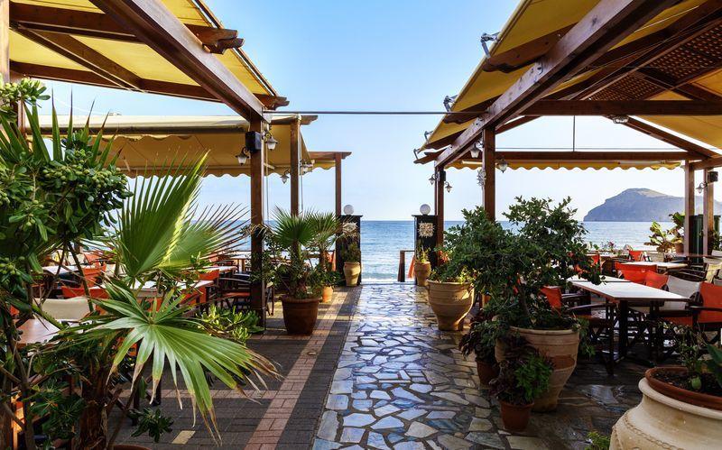 Rantaravintola. Villa Dora, Platanias, Kreeta, Kreikka.