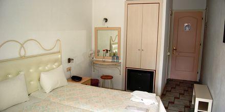 Yhden hengen huone, hotelli Villa Marie. Sivota, Kreikka.