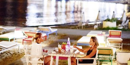 Nauti cocktaileista. Villa Rossa Area Boutique Beach Resort, Parga.