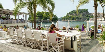 Terassi. Villa Rossa Area Boutique Beach Resort, Parga.