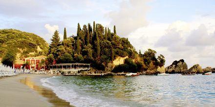 Ranta hotellin Villa Rossa Area Beach Resort vierellä.