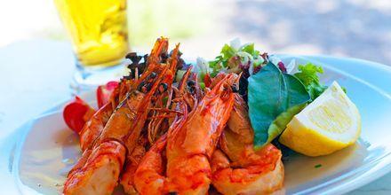 Kreikkalaista ruokaa. Vlychada, Santorini, Kreikka.