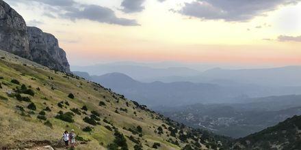 Maisemia vaellusreitiltä, Zagorian alue, Kreikka.