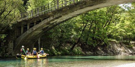 Koskenlaskua Voidoma-joella Zagorian alueella.