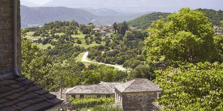 Zagoria koostuu kallioisesta maisemasta ja vehreistä metsistä.