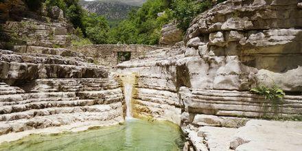 Zagoriassa on lähteitä kristallinkirkkaalla vedellä, joissa on mahdollista uida.