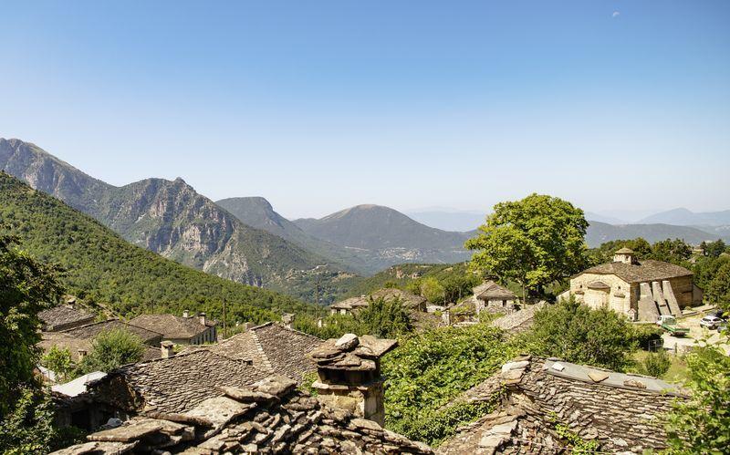 Näköala vuoristokylästä, Zagorian alue, Kreikka.