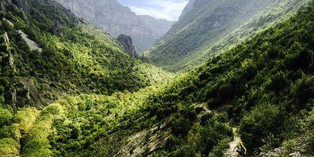 Vikos-rotko Epiruksen alueella sopii hyvin pyöräilyyn ja vaellukseen.